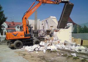 демонтаж зданий экскаватором